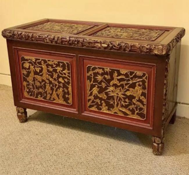 The 19th century antique Chinese coffer is worth around £800.