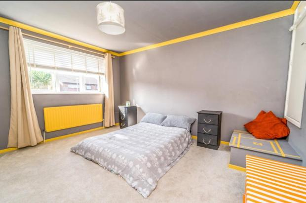Bromsgrove Advertiser: A large bedroom in the property (Photo: Rightmove)