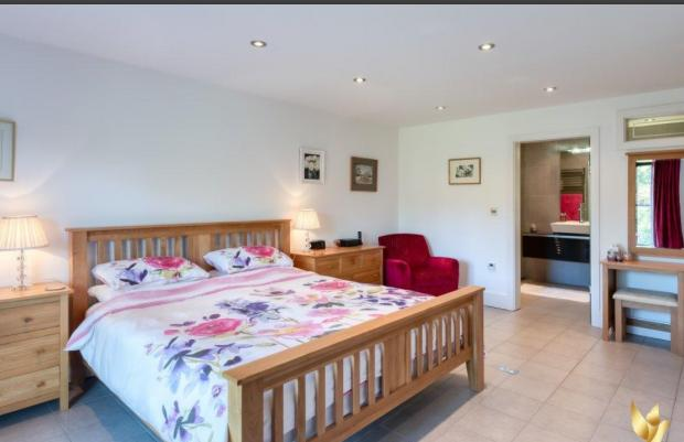 Bromsgrove Advertiser: A bedroom in the property (Photo: Free Agent 247/Nicole Little of Impact Photography, Droitwich)