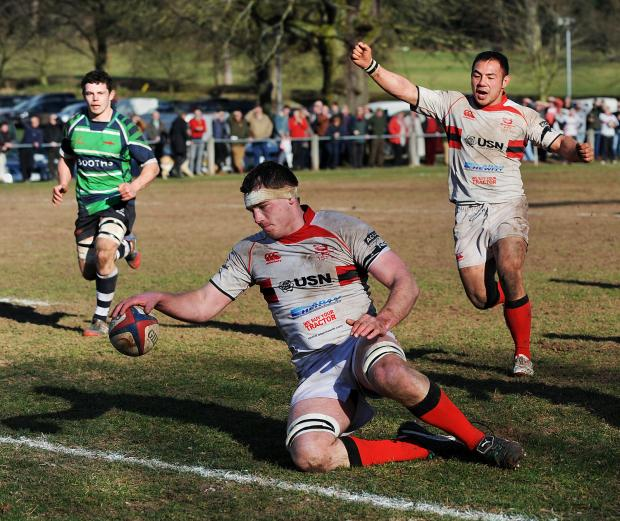 Bromsgrove Advertiser: Steve Smith scores a try. Picture: PETE JEPSON
