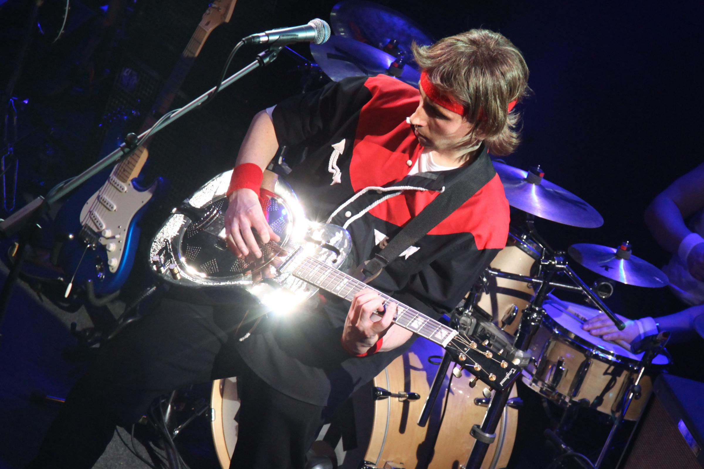 Money for Nothing was formed in 2000 as a tribute to one of the world's premier rock bands - Dire Straits