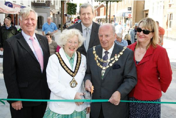 Bromsgrove's new look High Street opens to the public