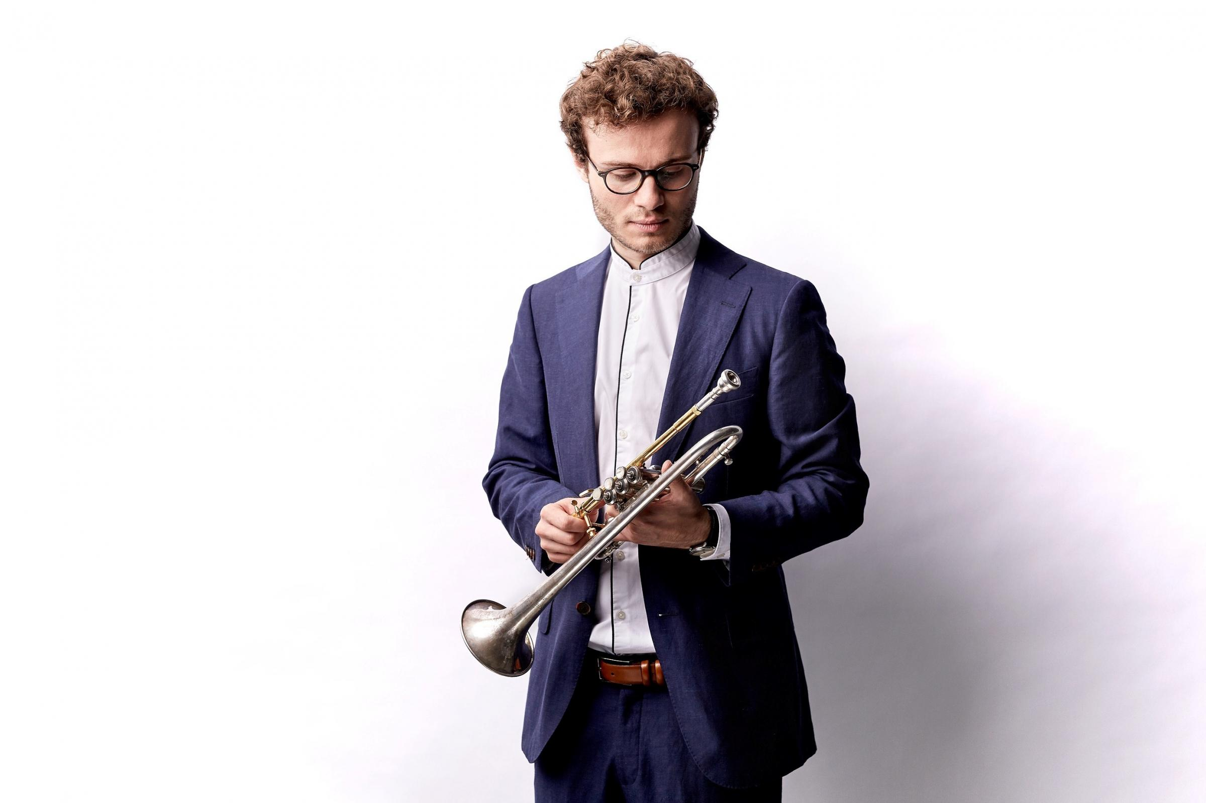 Simon Hofele has appeared with many prestigious orchestras including the Royal Concertgebouw