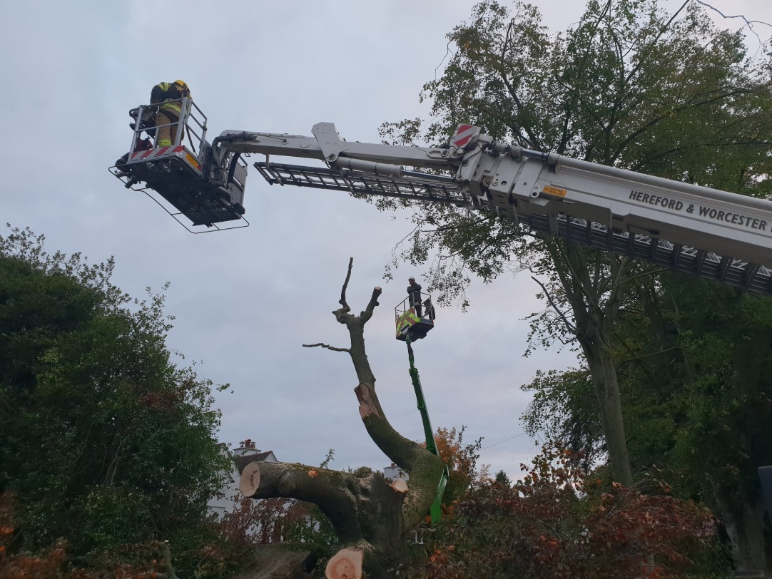 Firefighters rescuing a man stuck in a cherry picker. Photo by @HWFireJLaight